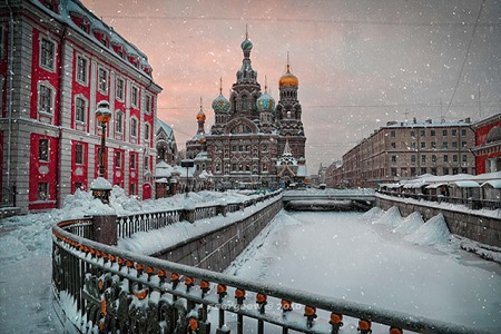 http://minsk-travel.by/files/minsktravelby/image/chto-posmotret-v-sankt-peterburge-zimoj-2.jpg